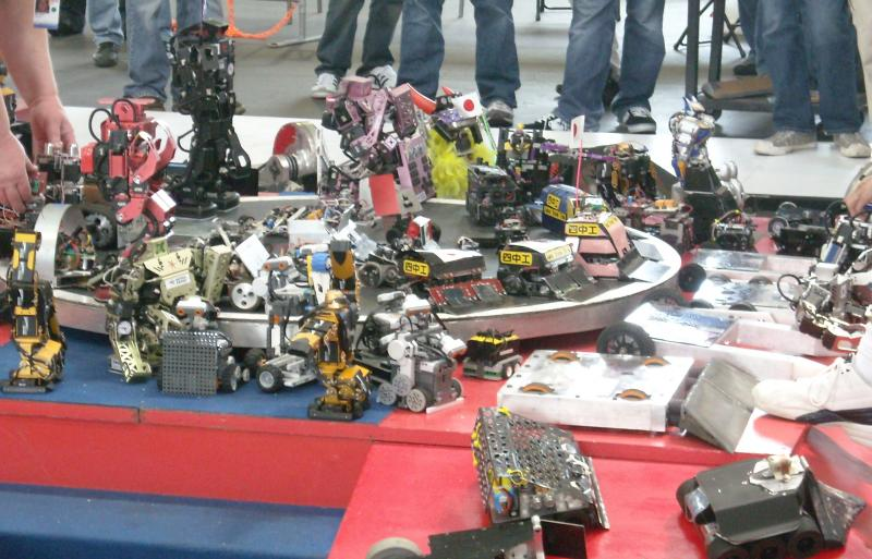 Lots And Lots Of Robots. by Droid Works in RoboGames 2008